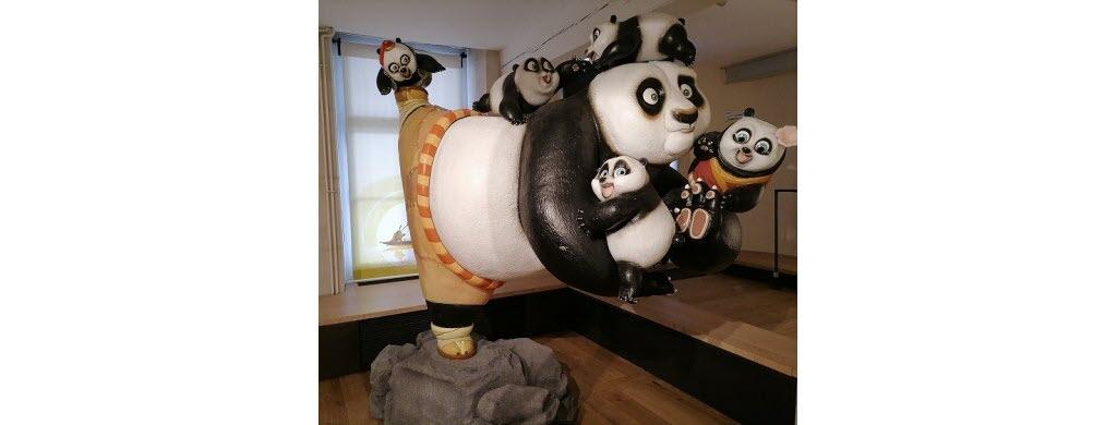 """C'est Po, le héros costaud et maladroit des films d'animation """"Kung-Fu Panda""""."""