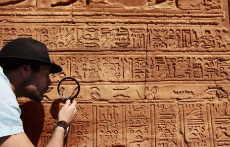 Déchiffre les hiéroglyphes comme Champollion