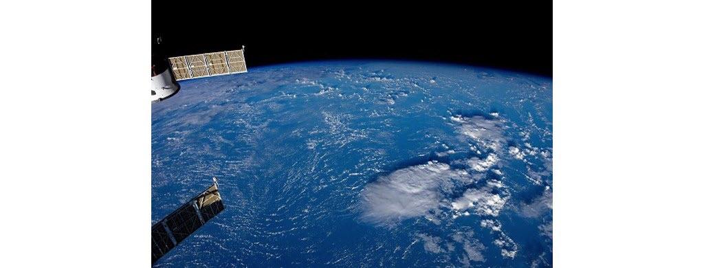 Mais n'oublions pas que notre planète est composée à 70 % d'eau. Depuis l'ISS, ce sont les océans qu'observent le plus souvent les spationautes.