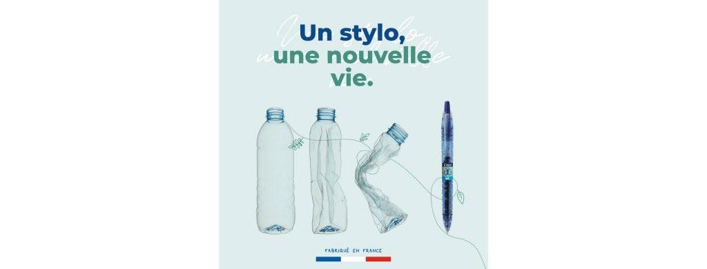 """Son nom, """"B2P"""", signifie """"de la bouteille au stylo"""" (""""from bottle to pen"""" en anglais). Ce stylo rechargeable, de la marque Pilot, est fabriqué à partir de déchets en plastique récoltés dans les océans, en plus de bouteilles en plastique recyclées."""