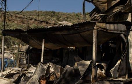 Grèce: un camp de réfugiés brûle