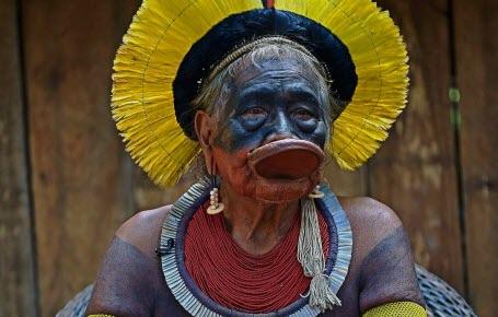 Brésil : le virus atteint Raoni