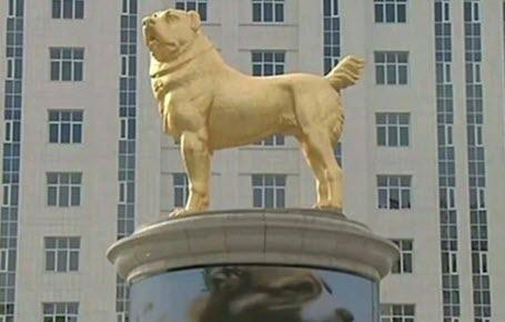Turkménistan : un chien en or