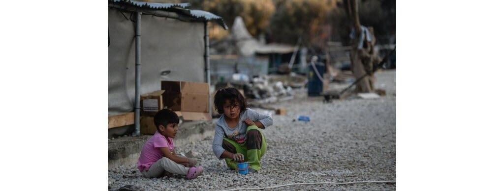 Il y a de nombreux enfants parmi les réfugiés.