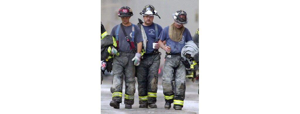 Plus de 300 pompiers ont perdu la vie en essayant de sauver des gens.