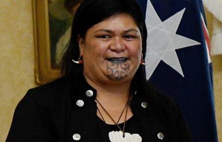 Une ministre tatouée