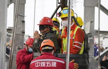 Chine : sauvetage de mineurs coincés sous terre