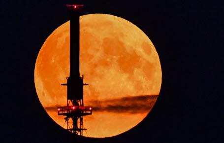 Espace : pourquoi installer la 4G sur la Lune ?