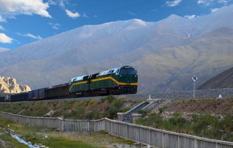 Tibet: un train sur le toit du monde
