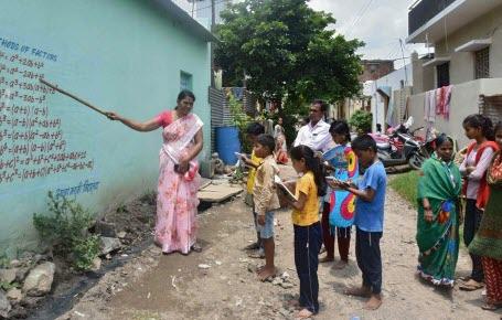 En Inde, les leçons sur les murs