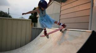 Paige, 6 ans, pro du skate