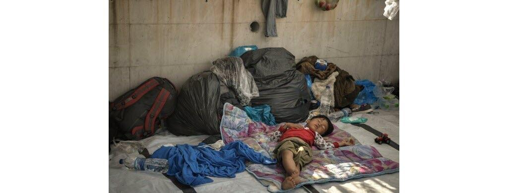 La situation est très grave et personne ne sait quand ce petit garçon retrouvera un abri où dormir.